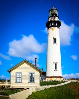 Lighthouse and keeper's house, Pigeon Point, Calif., February 2017